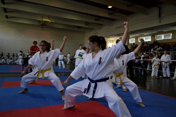 Országos versenyeken bizonyítottak az újbudai karatésok