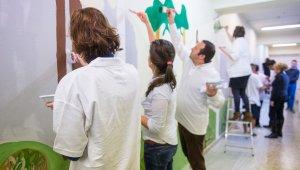 Olimpikonok festették ki a gyermekotthon folyosóját